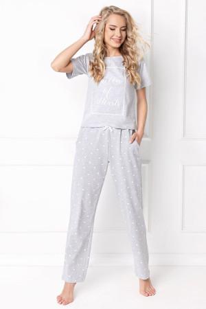 okrúhly výstrih na pyžame