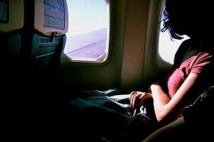 oděvy do letadla