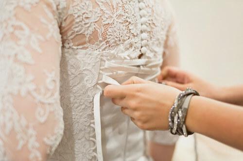 Bielé svadobné korzety