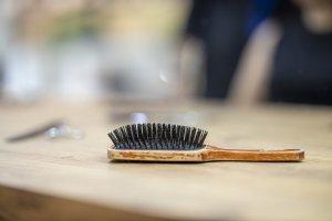 čištění kartáče na vlasy