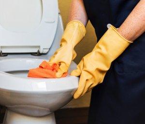 chemické čištění WC