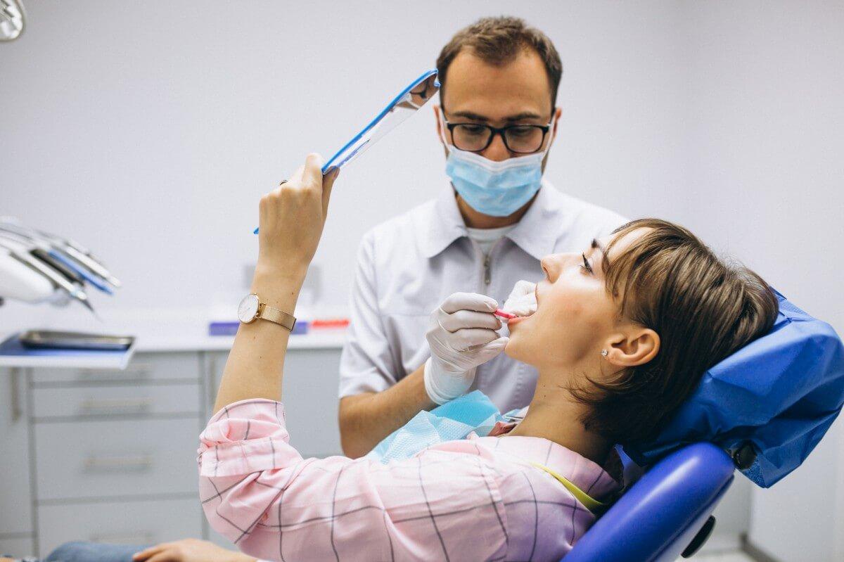 čištění zubů a zubního kamene u zubaře